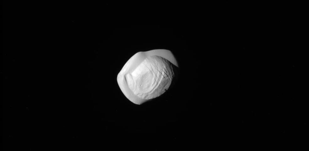 NASA Космический аппарат Cassini сфотографировал пельмень