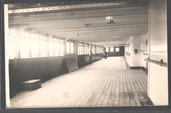 Спустившись вниз на две палубы, я ещё в тот день посмотрел пассажирские каюты (почти все были полуоткрыты), и примерно через час в полнейшем изумлении и смятении отбыл с корабля — обратно через секретную дырку, на автобус и домой