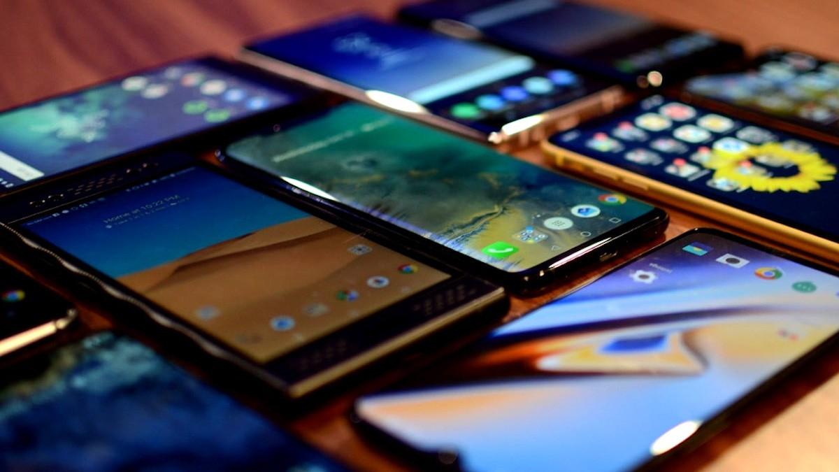 5 лучших смартфонов до 50 000 рублей