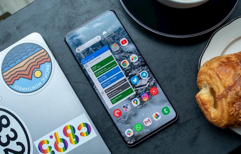 10 телефонов с лучшими экранами (2020)